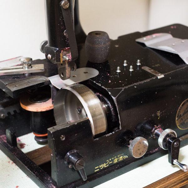 革漉き機の刃の交換