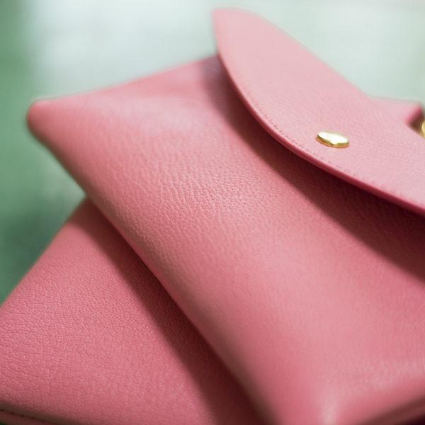 新しい財布を製作中です。