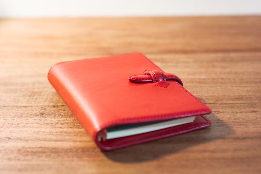 赤い手帳カバー