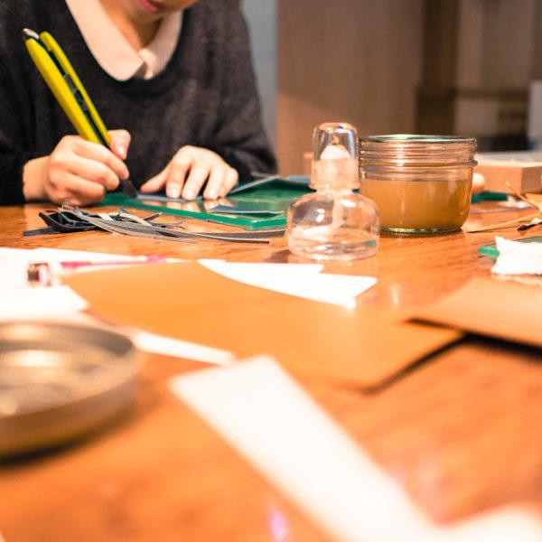革の手帳カバー作りワークショップを開催しました