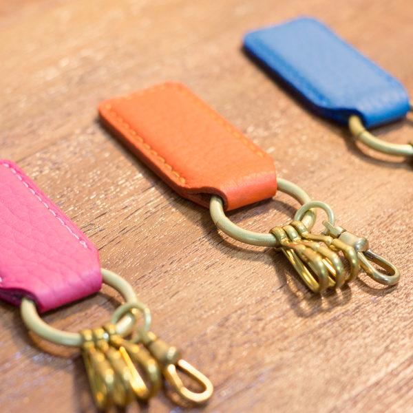 [NEW]革と真鍮のキーホルダーに春っぽい新色を追加しました。