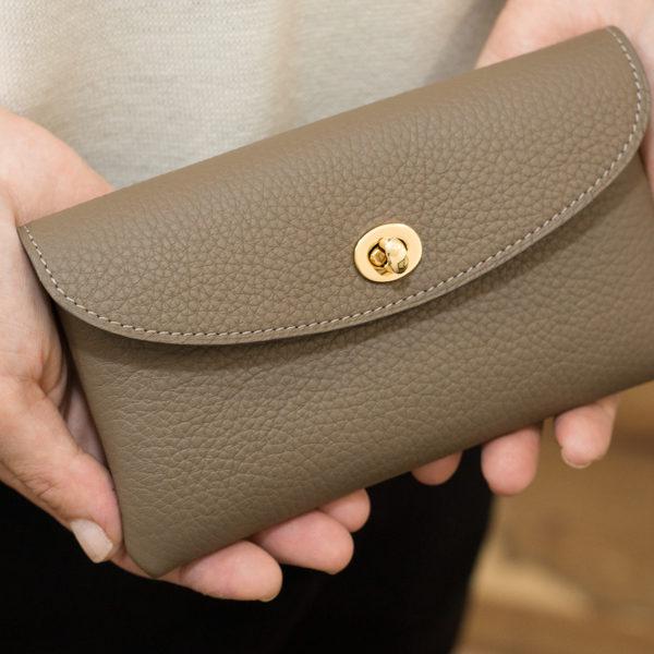 やわらかレザーフラップ長財布・ひねり金具タイプが販売中止になります。