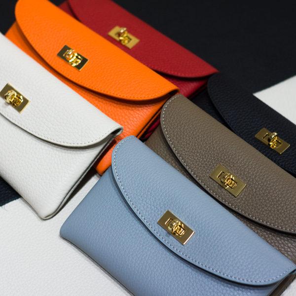 やわらかレザーフラップ長財布の新色をショップにアップしました。